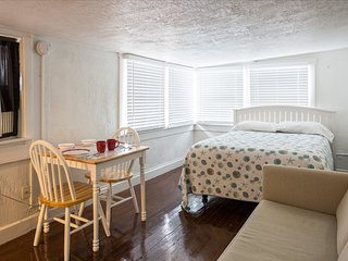 Small & Cute studio 537E inold NE/Downtown St Pete - Saint Petersburg vacation rentals