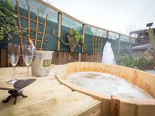 A Secret Garden - A Magical Hideaway with Hot Tub, Log burner, Fire pit - Blean vacation rentals