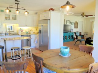 Cocoa Girl Cottage is a Cute Home between the Beach and Disney - Cocoa vacation rentals