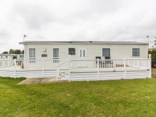 Ref 10016 Breydon Water Holiday Park, 3 Bed 8 Berth, Central heated. - Belton vacation rentals