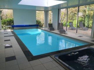 Villa avec jacuzzi et piscine intérieure chauffée près du chemin côtier - Clohars-Carnoet vacation rentals