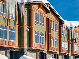 Grizzly Ridge Trail 6, Brand New Luxury 3 Bedroom 2 Bathroom Townhome, Garage - Big White vacation rentals