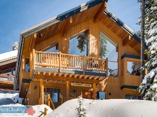 Big White Located 5 Bedroom Chalet with Vaulted Ceiling, Sauna and Real Fire - Big White vacation rentals