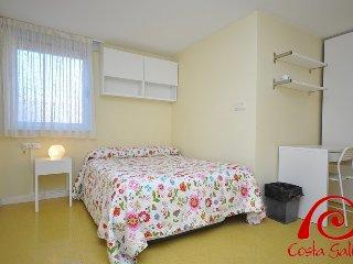 Bright 3 bedroom Mazaricos House with Internet Access - Mazaricos vacation rentals