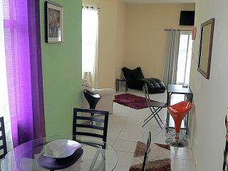 Deluxe Studio Suite, AC, WI-FI, POOL, CHAUFFEUR! - Tower Isle vacation rentals
