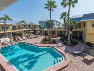 Comfortable 1 bedroom Redington Beach Apartment with Internet Access - Redington Beach vacation rentals