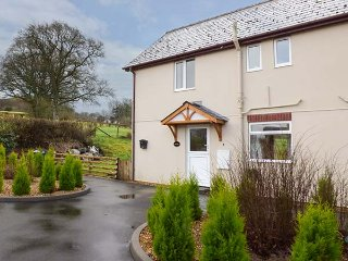 RED KITE COTTAGE, countryside views, lawned garden with patio, pet-friendly - Llandrindod Wells vacation rentals