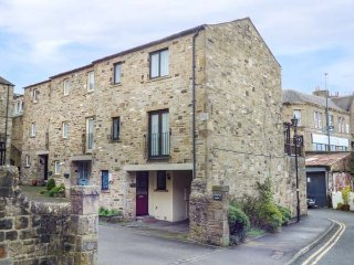 9 NAVIGATION SQUARE, three storey townhouse, open plan living, in Skipton, Ref - Skipton vacation rentals