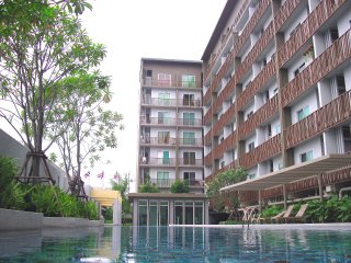 Urban-chic style & Bright coner room with full furniture 29 sqm near expressway - Pak Kret vacation rentals