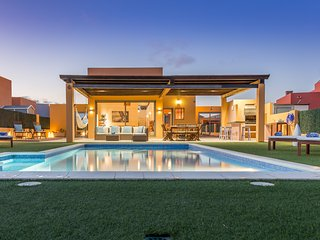 Spectacular 850m2 Villa Lucuma - Direct Golf/Ocean View, Heated Pool - Caleta de Fuste vacation rentals