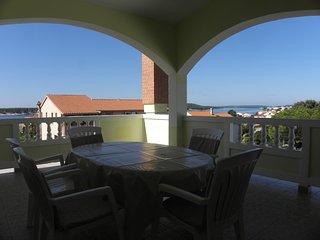 Nice three bedroom and two bathroom apartment - Barbat vacation rentals