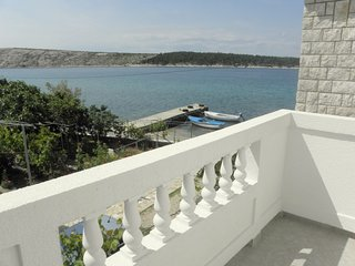 Spacious two bedroom and two bathroom apartment - Barbat vacation rentals