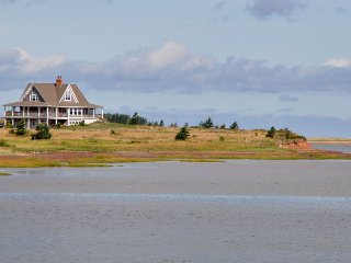 4 bedroom Cottage with Internet Access in North Rustico - North Rustico vacation rentals