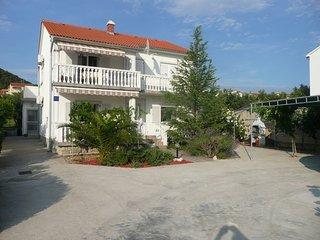 Apartment Gečić - A/4+1 (ET7609) - Barbat na Rabu vacation rentals