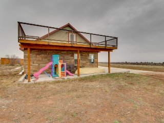 High desert home in a remote location w/ plenty of space, solar power, & decks! - La Sal vacation rentals