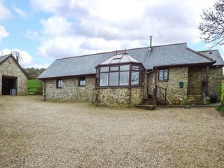 JOLLS GROUND BARN, games room, great views, 3 bedrooms, near Launceston, Ref - Launceston vacation rentals