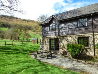 WOODPECKER 1 shared use of swimming pool and tennis court, stunning views in - Builth Wells vacation rentals