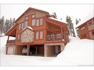SLEEPS 17 TRUE SKI IN / OUT - 5 Bedroom + 3 Full Bathrooms, and Private Hot Tub - Big White vacation rentals