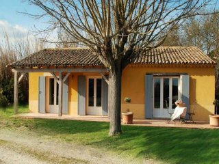 """""""Les Oliviers"""" - (6 pers: 4 adults + 2 kids) WIFI, air-con, bikes, pool - Caderousse vacation rentals"""