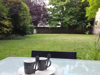 St Mande: Pleasant apartment with garden in a quiet and safe neighbourhood - Saint-Mande vacation rentals