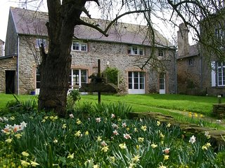Spring colours, country walks, charming, cosy cottage, nr Dinan, St Malo - Pleudihen-sur-Rance vacation rentals