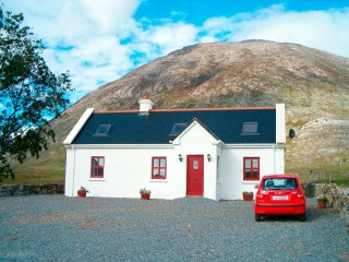 Self Catering Cottage, With Wi-Fi in the Picturesque Inagh Valley, Connemara - Recess vacation rentals