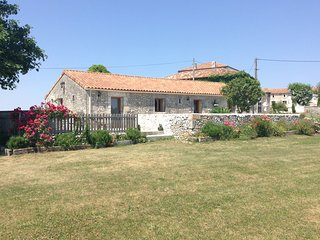 A pretty French house set in breathtaking, peaceful French countryside. - Cressac-Saint-Genis vacation rentals