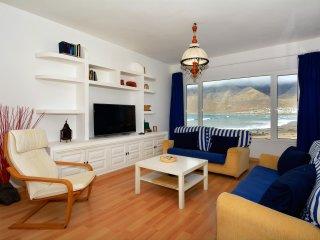 Bright 4 bedroom Villa in Caleta de Famara - Caleta de Famara vacation rentals