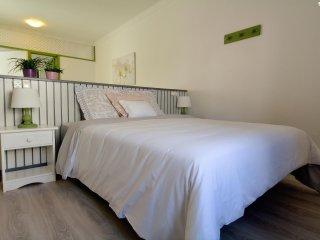 Cozy 2 bedroom San Bartolome Apartment with Internet Access - San Bartolome vacation rentals