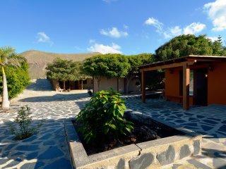 Cozy 3 bedroom Tinajo Villa with Internet Access - Tinajo vacation rentals