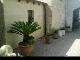 B & B delizioso nell'entroterra salentino immerso nel verde. CAMERA MATRIMONIALE - Acquarica di Lecce vacation rentals