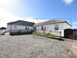 Sea Spray Bungalow at Dinas Dinlle - 5-mins walk to the extensive Beach. - Dinas Dinlle vacation rentals