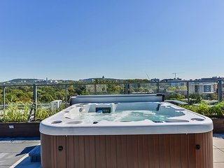 Modern Condo Downtown Montreal - Cote Saint-Luc vacation rentals