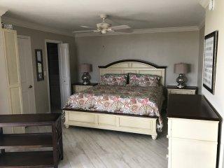 Updated Penthouse Condo near Beach - Survey Creek vacation rentals