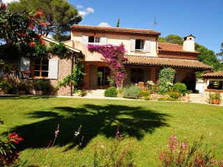 Ravissante villa provençale avec piscine à Saint-R - Valescure vacation rentals