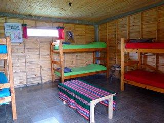 Cabaña de madera, con acceso para discapacitados, deck y cocina, para 6 personas - Tafi del Valle vacation rentals
