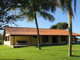 Charming 4 bedroom House in Garopaba with Deck - Garopaba vacation rentals