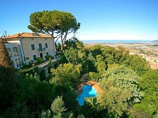 Nice 4 bedroom Villa in Massa - Massa vacation rentals