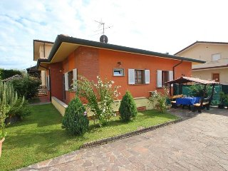 Beautiful 2 bedroom House in Piano di Mommio - Piano di Mommio vacation rentals