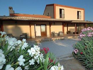 Comfortable 7 bedroom Villa in Fulgatore - Fulgatore vacation rentals
