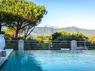Beautiful 7 bedroom Villa in Marina dei Ronchi - Marina dei Ronchi vacation rentals