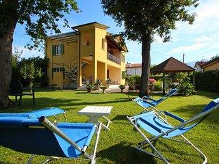 Nice 2 bedroom House in Marina Di Massa - Marina Di Massa vacation rentals