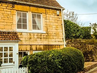 Lock View is a lovingly cared for character cottage with private parking - Bradford-on-Avon vacation rentals