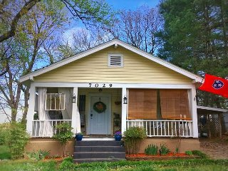 """Professionally Managed """"Adorable Maplewood Cottage"""", Ruby Falls - 1 mile, - Chattanooga vacation rentals"""