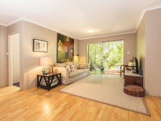 Relaxing garden Apartment in Perfect location - Kensington vacation rentals