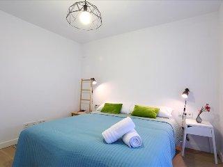 KAIZAHARRA B: Apartamento de diseño 1ª línea del mar - Hondarribia vacation rentals