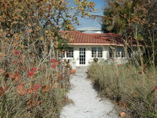 Bright 2 bedroom Anna Maria House with Deck - Anna Maria vacation rentals