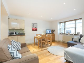 LOVELY APT 5 MINS FROM HYDE PARK - London vacation rentals