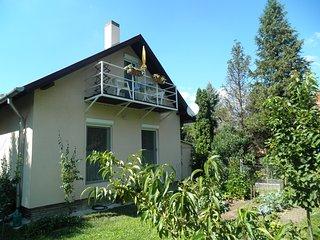 Schönes, helles, ruhiges, zentrales Studio für 2 Personen mit separatem Eingang - Balatongyorok vacation rentals