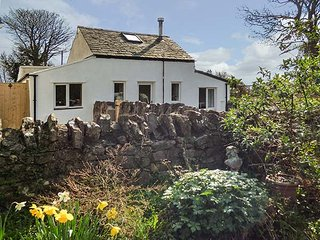 GLANDWR COTTAGE, woodburner, ground floor bedrooms and bathroom, in Llangoed - Penmon vacation rentals
